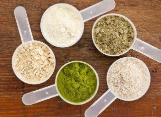 4 черпачка с различными видами протеина
