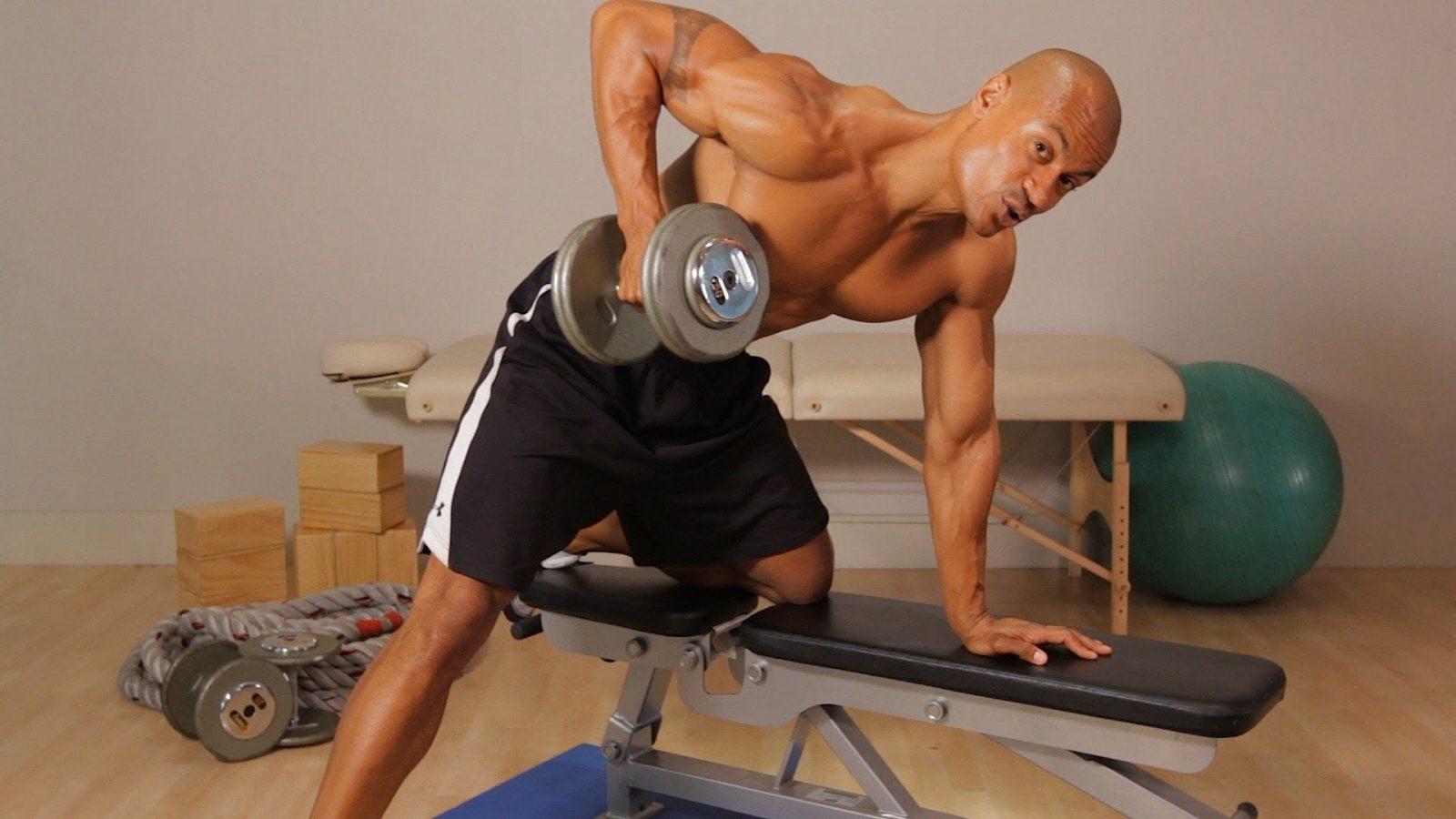Как накачать мышцы в домашних условиях: упражнения и программа тренировок