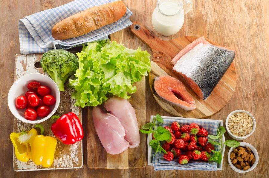 Клубника, молоко, перец, рыба, салат, батон