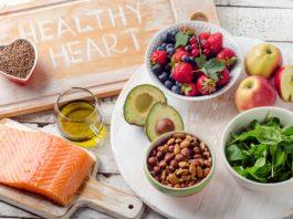 Здоровое питание (рыба, яблоки, орехи, авокадо, гречка, зелень, ягоды)