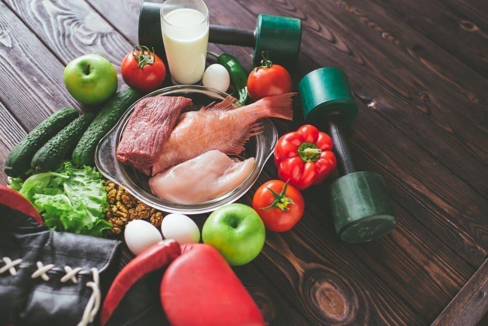 Куринная грудка, красный перец, зеленое яблоко, гантеля