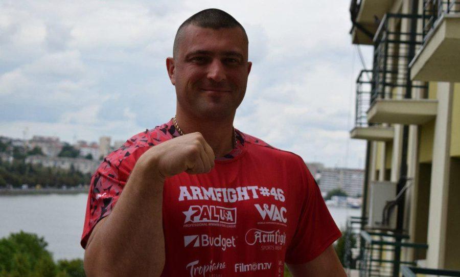 Андрей Пушкарь улыбается