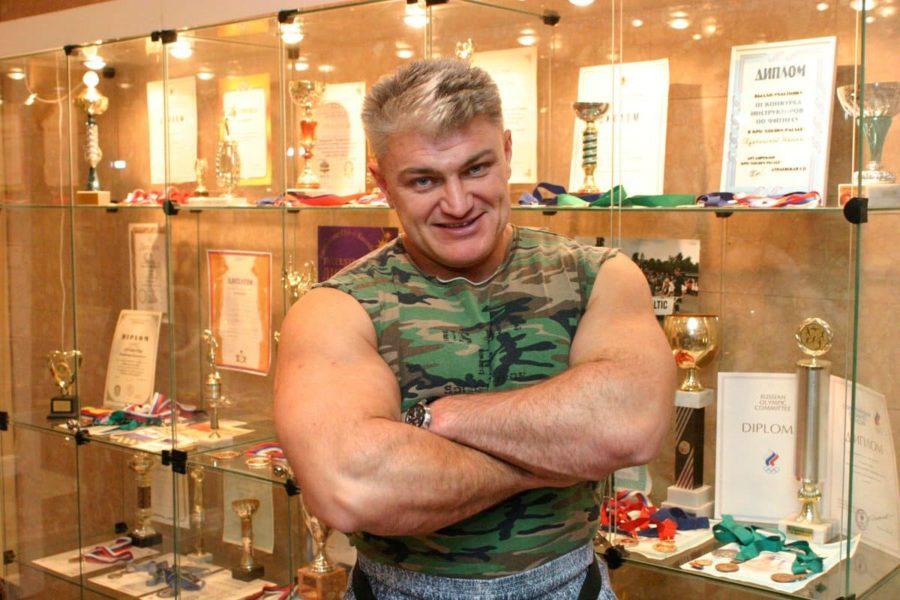 Владимир Турчинский улыбается