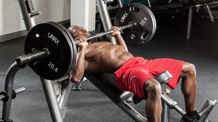 Жим штанги под углом на грудные мышцы