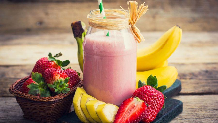 Белково-углеводные продукты: бананы, йогурт, ягоды