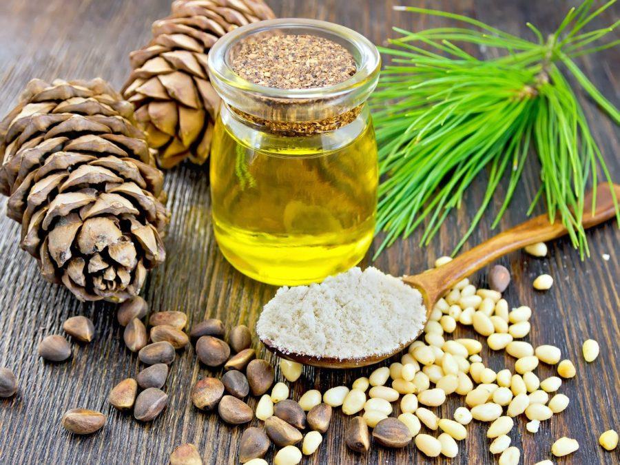 Сосновая шишка, масло и ядро кедрового ореха