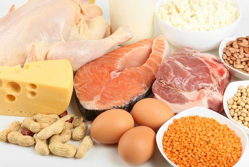Белковые продукты (рыба, яйца, сыр, мясо, орехи, фасоль, творог, чечевица)