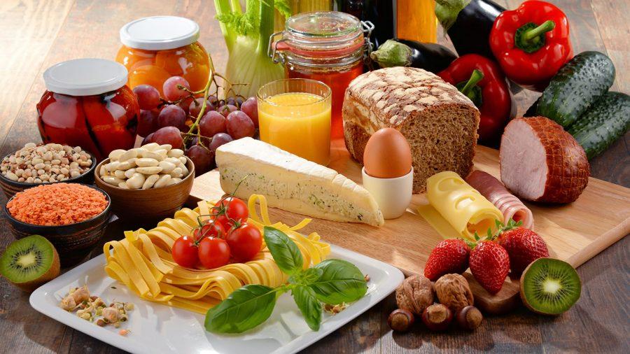 Фасоль, киви, макароны, сок, виноград, мясо, орехи , сыр, хлеб, перец