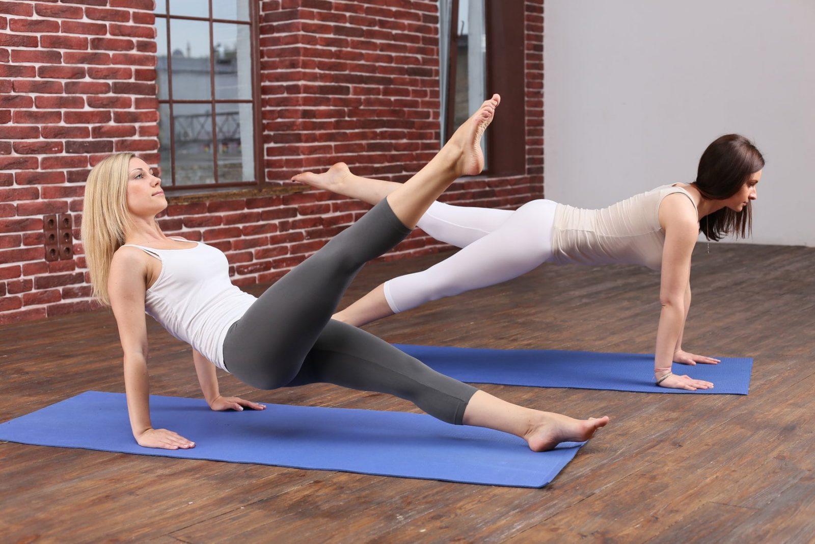 Упражнения из пилатеса в спортзале