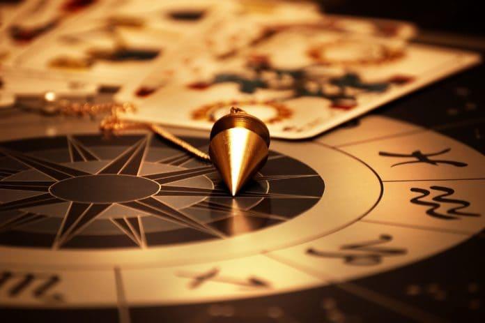 Таинственные знаки и принадлежности для гадания на судьбе