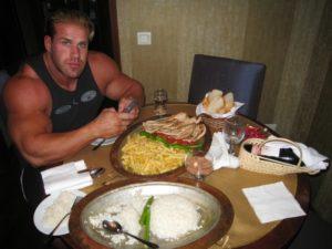 Джей Катлер готовится к приему пищи