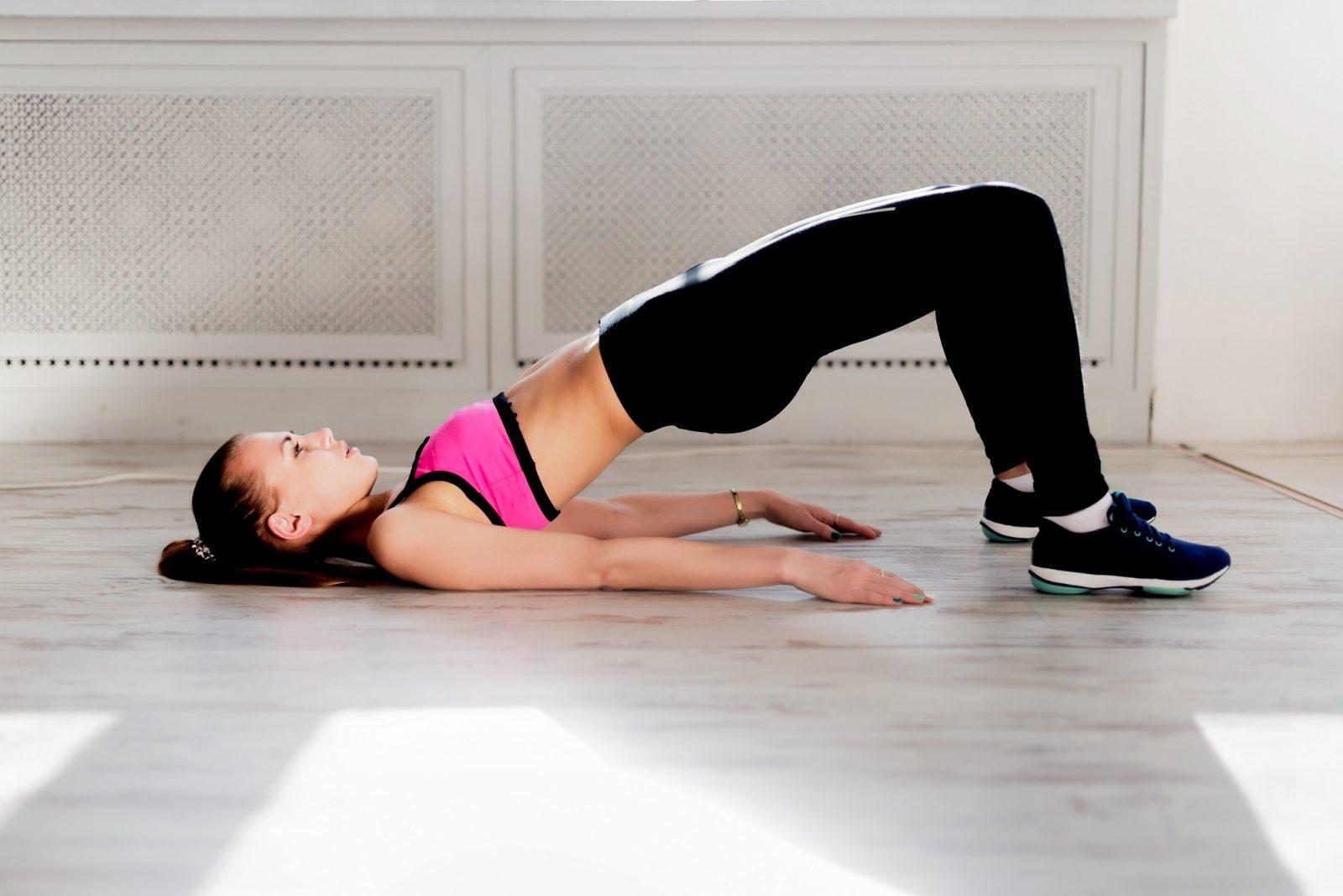 Упражнение - ягодичный мостик без отягощения в домашних условиях