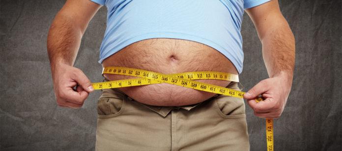 еловек с избыточным весом живота
